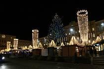 Vánoční trhy a noční Linc s tajemnou atmosférou zámku nad Dunajem.