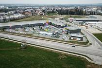 Další českobudějovická obchodní a výrobní zóna vzniká v lokalitě Za Otýlií. Součástí nabídky pro zákazníky bude třeba prodejna společnosti Lidl. Vizualizace nového centra.