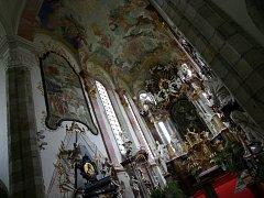 Do kláštera ve Zlaté Koruně na Českokrumlovsku se po téměř 80 letech vrátí jeden z nejvýznamnějších deskových obrazů gotického krásného slohu Madona zlatokorunská. Dílo je svou uměleckou hodnotou srovnatelné s obrazem Madony z Veveří.