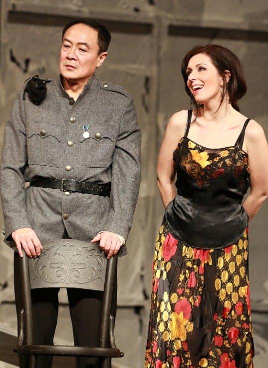Popáté ve své historii nastudovala opera Jihočeského divadla Bizetovu Carmen. Poprvé zazní libreto ve francouzském originále. Na snímku jako Carmen Šárka Hrbáčková a jako Don José WeiLong Tao.