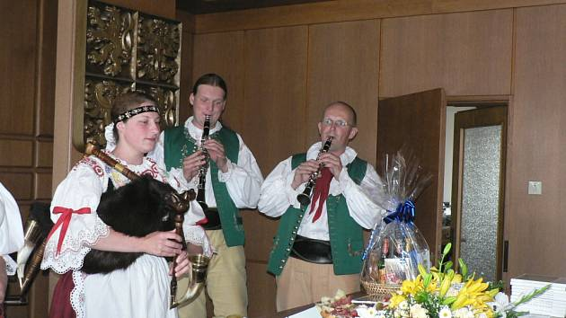 Hosty nemohli v Ševětíně přivítat jinak než s pravou muzikou zdejších blat.