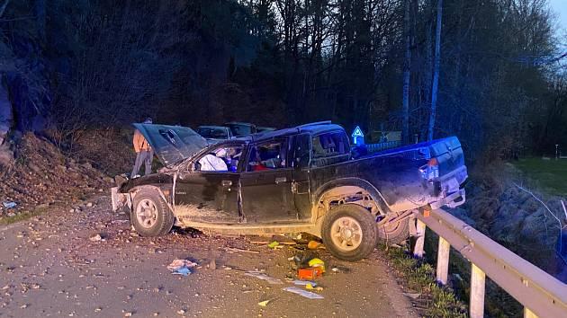 Dopravní nehoda se stala na Velký pátek u obce Římov na Českobudějovicku. Foto: SDH Velešín