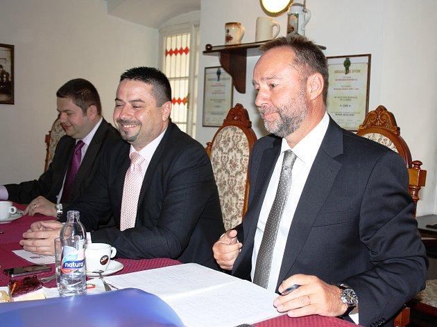 Ředitel pražského dopravního podniku Jaroslav Ďuriš (na snímku vpravo)