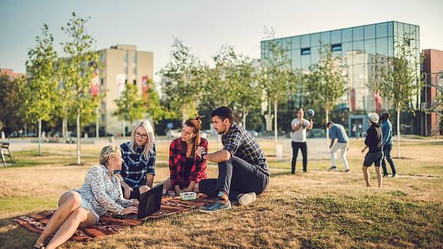 Jihočeské univerzitě se v posledních letech daří nejen v tomto globálním žebříčku, ale také v žebříčku regionálním, žebříčku tzv. mladých univerzit, tedy univerzit mladších padesáti let či některých žebříčcích oborových.