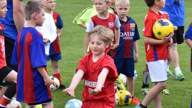 Junior Strakonice uspořádal ve čtvrtek zdařilý nábor dětí do svého klubu. O víkendu pokračují fotbalové soutěže na jihu Čech dalším kolem.