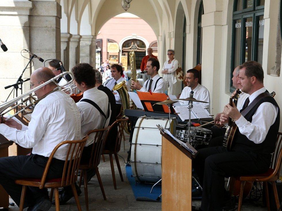Obnovená kapela Schwarzenberské gardy hrála 5. července na náměstí v Českém Krumlově.