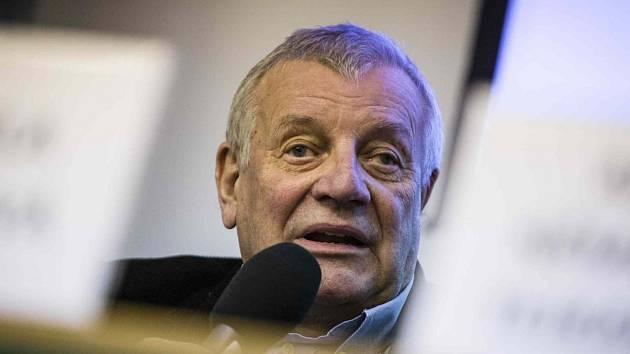 Spisovatel Karel Hvížďala představil na táborském festivalu Tabook knihu fejetonů Osmý den týdne.