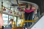 Učili se sebeobraně v autobuse .