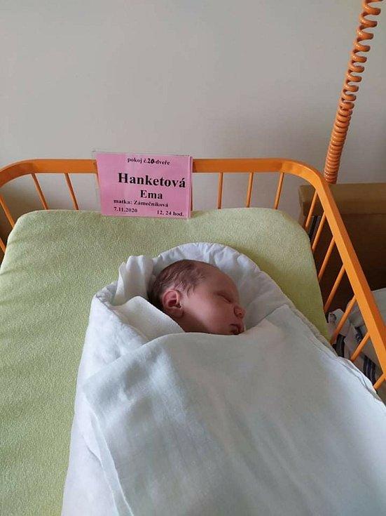 Iva Zámečníková a Ondřej Hanketa jsou rodiče novorozené Emy Hanketové. Narodila se 7. 11. 2020 ve 12.24 h. Vyrůstat bude na Včelné.
