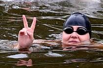 Z Budějovic do Prahy plave Lucie Leišová.