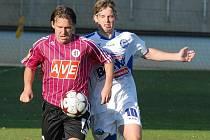 V Lize hrálo Dynamo s Kladnem 0:0 (Michal Doležal uniká hostujícímu Cigánkovi), jak se bude Jihočechům dařit v úterním poháru doma se Spartou?