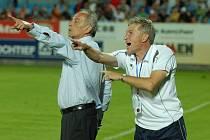 Jiří Jurásek (vpravo ještě jako Ciprův asistent u áčka Dynama) se do klubu vrací.