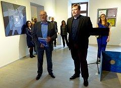 Výstava Intersalon zahájila další ročník. Letos se koná v českobudějovické Galerii Mariánská. Výstavu zahájil 4. října primátor Jiří Svoboda (v popředí vlevo).