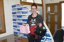 Kateřina Kantorová přinesla včera do sídla Deníku dvanáct kabelek na zářijový veletrh.