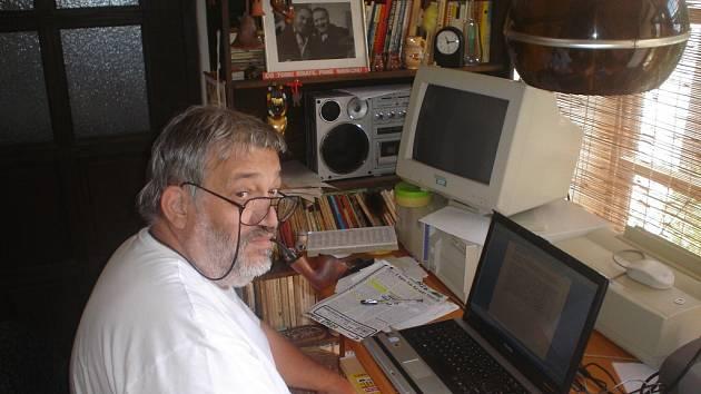 Písecký spisovatel Ladislav Beran si k 70. narozeninám nadělil další knihu krimi příběhů Zločin přijde po půlnoci.