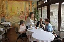 V Netolicích na Prachaticku se rozjíždí nová kulturní kavárna Café Harlequin.