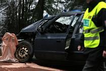Včera krátce po 13. hodině se na silnici E55 nedaleko Nažidel na Českokrumlovsku čelně srazila dvě osobní vozidla.