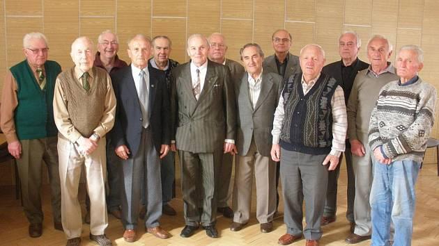 Pozapomenutí jihočeští hrdinové z 50. let, které vyznamenal ministr obrany.