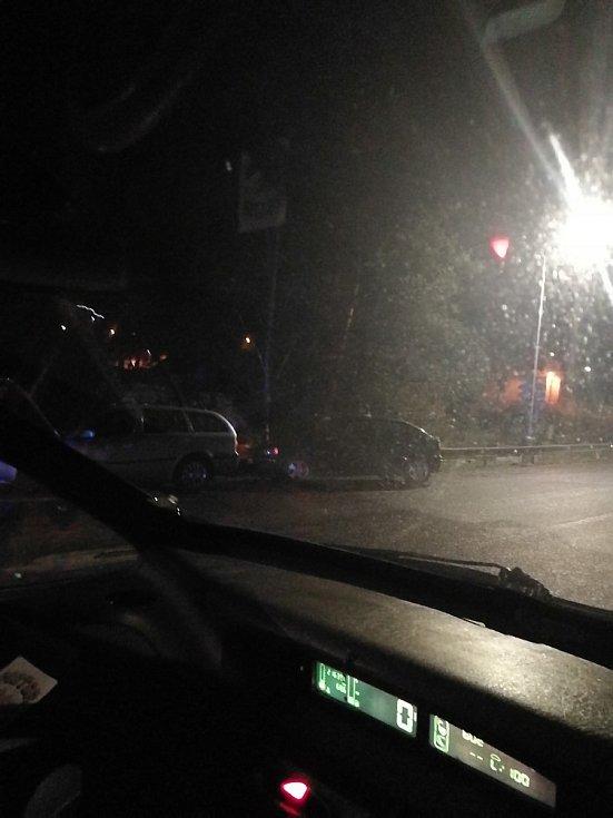Silnice v noci na sobotu klouzaly také na Vltavotýnsku.