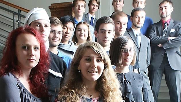 Jihočeské studenty a studentky, kteří se umístili v celostátních kolech nejprestižnějších vědomostních soutěží a soutěží odborných dovedností.
