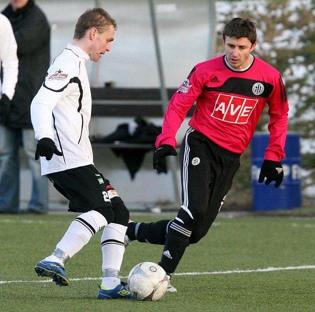 Riste Naumov (na archivním snímku z utkání s Hradcem vpravo) se proti Jablonci střelecky neprosadil