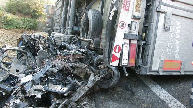 Tragická dopravní nehoda mezi Českými Budějovicemi a Ševětínem.