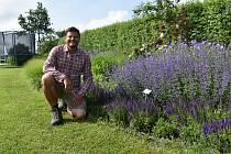 Jan Nussbauer, majitel ukázkové přírodní zahrady v Radonicích.
