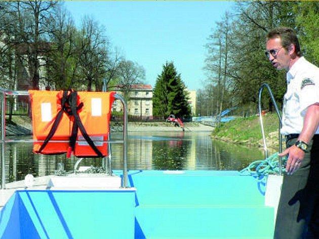 Vyhlídkové plavby patří k pravidelným letním turistickým atrakcím.
