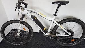 Dvě bílá a dvě černá Easy Bike ukradl zloděj z Fiatu Ducato v Českých Budějovicích. Ilustrační foto.