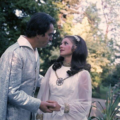 V inscenaci Kráska a zvíře v roce 1975 s Milanem Kláskem.