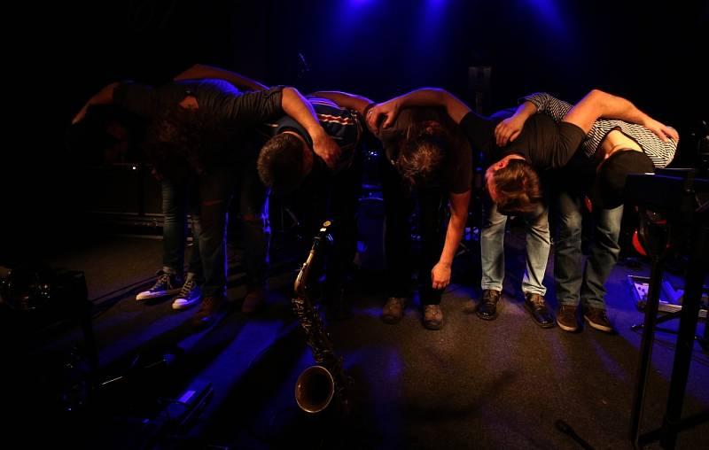 Známý českobudějovický klub Highway 61 má za sebou poslední koncert pod touto značkou. Na rozloučenou tam zahrál 16. ledna 2015 rocker Roman Dragoun s kapelou His Angels.