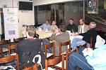 Dalším bodem projektu, jehož akce se v průběhu dvou let budou odehrávat na jihu Čech, byl hokejový odborný seminář, kterého se v Č. Budějovicích zúčastnily osobnosti nejen jihočeského hokeje.