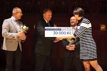 Jihočeské muzeum v Českých Budějovicích získalo ocenění Gloria musaealis. Na snímku přebírá symbolický šek ředitel muzea František Štangl.
