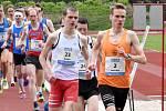 VÍTĚZNÝ Vít Pavlišta (č.2) a Peter Ďurec (č. 23) udávali tempo mužského závodu na 10 kilometrů.