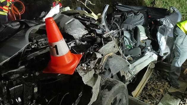 Tragický střet auta s vlakem u Bavorovic nedaleko Hluboké nad Vltavou.