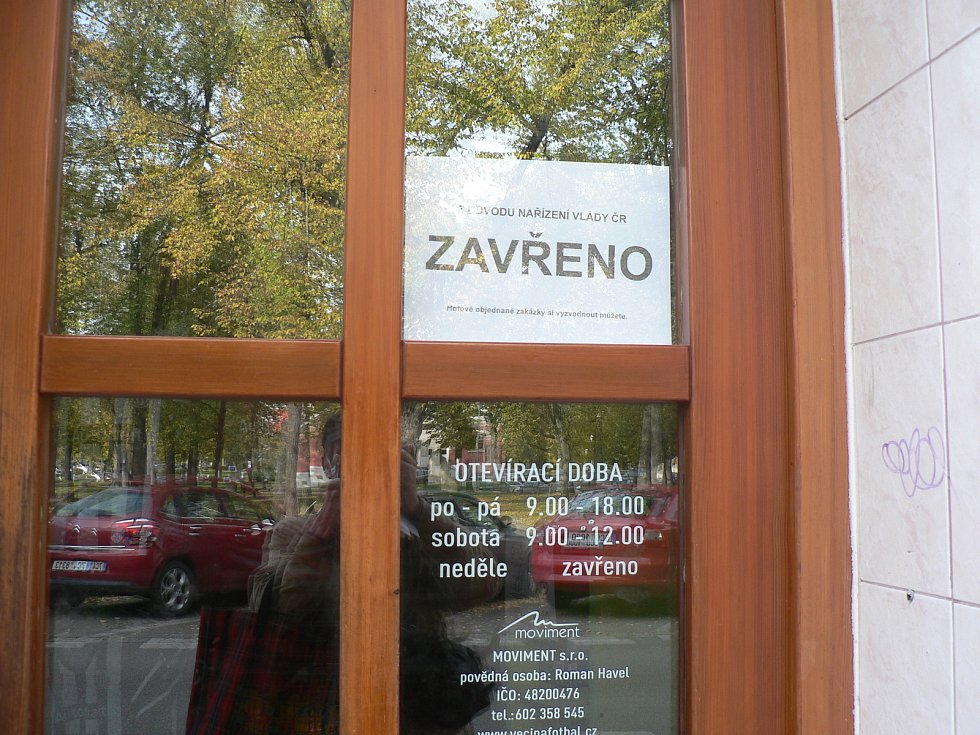Mezi obchody, které kvůli mimořádným opatřením české vlády musely zavřít, patří také obchod se sportovním oblečením na Palackého náměstí v Českých Budějovicích.