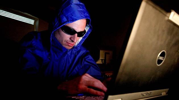 Nový vir zaplavuje český internet. E-mailová zpráva se tváří jako omylem zaslaná smlouva, cílem je zisk citlivých dat.