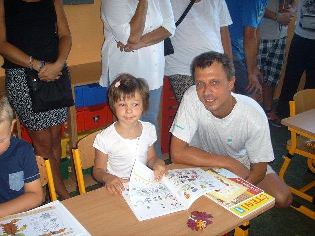 Nina Voltrová vyrazila poprvé do školy. Školní tašku ale měla koupenou už před prázdninami.