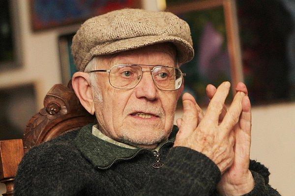Akční duší itělem je českokrumlovský malíř Jan Cihla (86),  kterého proslavila šumavská mystéria ifilmové plakáty z60. let.
