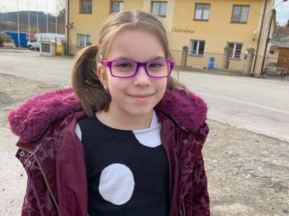 Mezi malé Jihočechy, jejichž osud nebyl místním lhostejný, patří i dvě dívenky z Českého Krumlova a z Hluboké nad Vltavou.