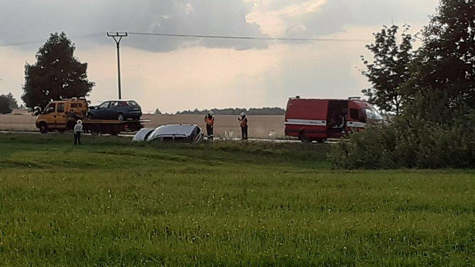 Nehoda dvou osobních aut nad Lišovem na I/34.