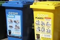 Plasty, papír už nemusí občané skladovat, než je odnesou do společného kontejneru. Hodí je do svých nádob doma. Ilustrační foto.