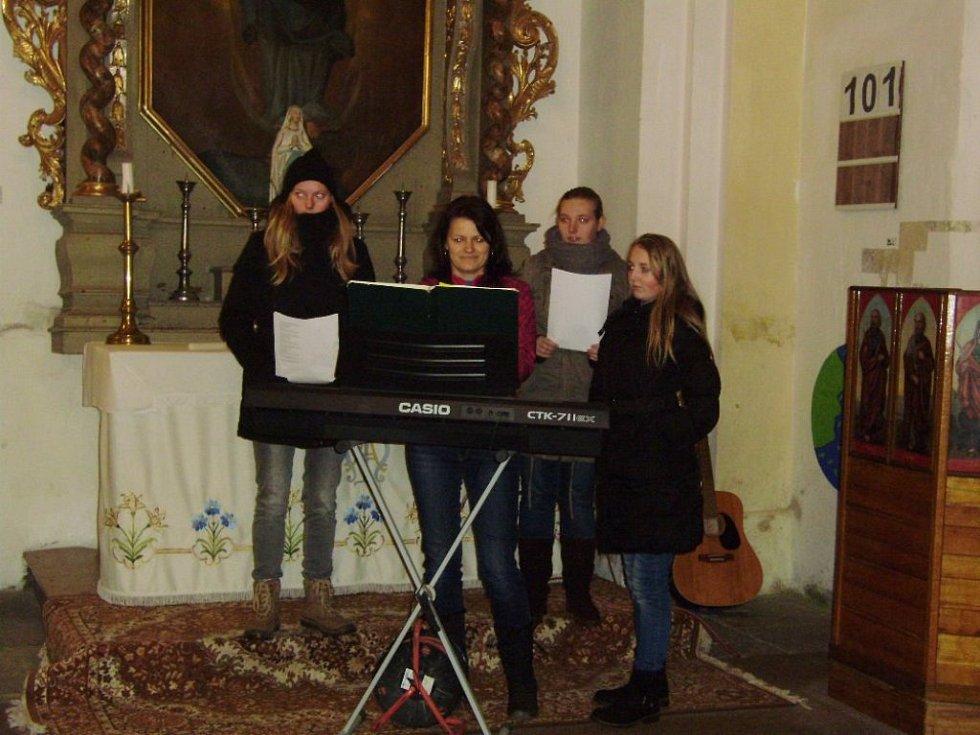 Zpívání koled v Mladošovicích.