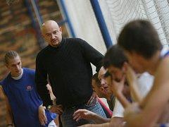 Jan Rizák v této sezoně poprvé vede basketbalisty Českých Budějovic ve II. lize jako hlavní kouč. O víkendu musel překousnout porážku, jednou se radoval z výhry .