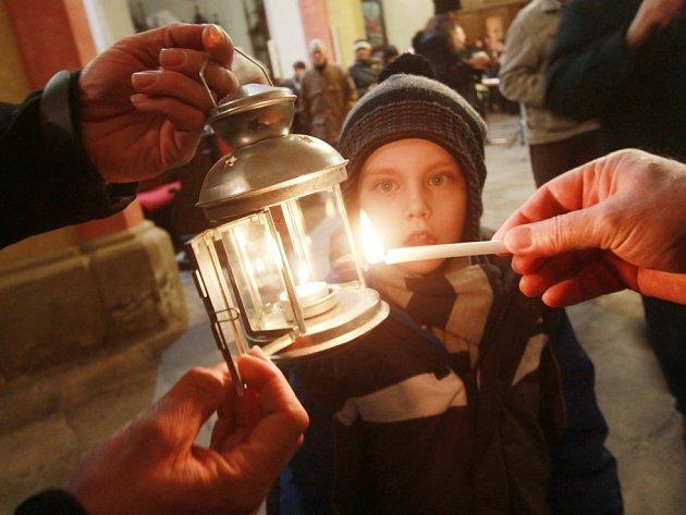 Betlémské světlo se rozdávalo v Českých Budějovicích.