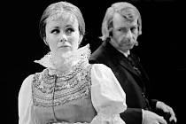 Herečka Daniela Bambasová si nyní připomíná 30 let v Jihočeském divadle. Na snímku jako Maryša s Janem Millerem, rok 1983.