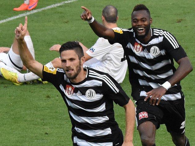 Petr Javorek se v zápase Dynama s Ústím (2:0) raduje ze svého gólu.