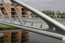 Most si vybral za místo dobrovolného odchodu ze života 36letý muž. Jeho pokus byl neúspěšný.