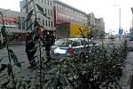 Kvůli konfliktu dvou řidičů na Písecku je na nohou jihočeská policie. Na snímku jsou ozbrojenci v budějovické nádražní ulici.