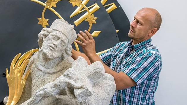 Jan Korecký (na snímku) při rozhovoru ve svém ateliéru na Českokrumlovsku.